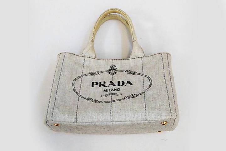 クリーニング前のPRADAのバッグ